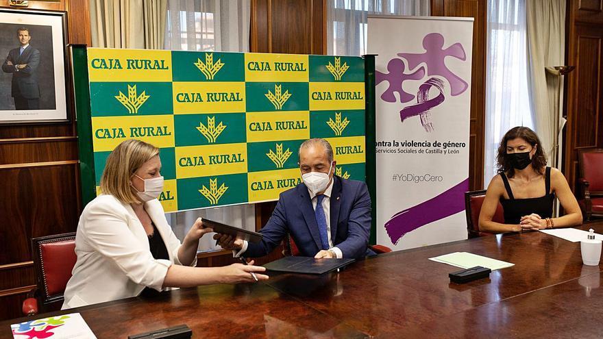 La Junta y Caja Rural de Zamora impulsan la inserción laboral de las mujeres rurales