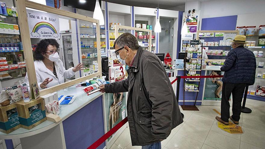 Los farmacéuticos ofrecen ampliar los horarios para  realizar test de antígenos