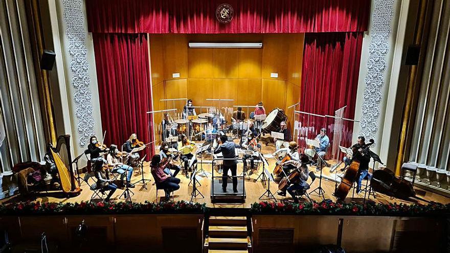 Músics separats per mampares per Cap d'Any