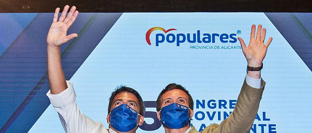 El presidente provincial, Carlos Mazón, y el líder del PP, Pablo Casado, en el congreso de Alicante. | ALEX DOMÍNGUEZ