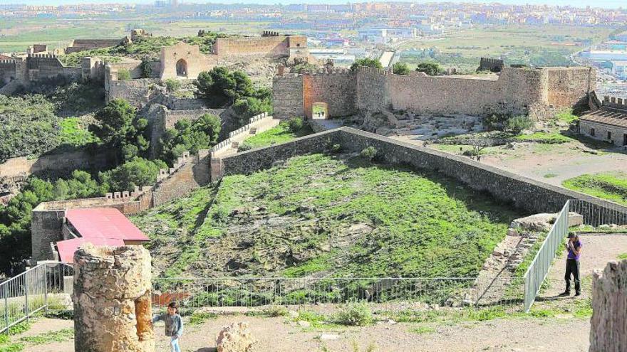 Una inversión de un millón  euros acondicionará al fin a  las visitas el Castillo de Sagunt