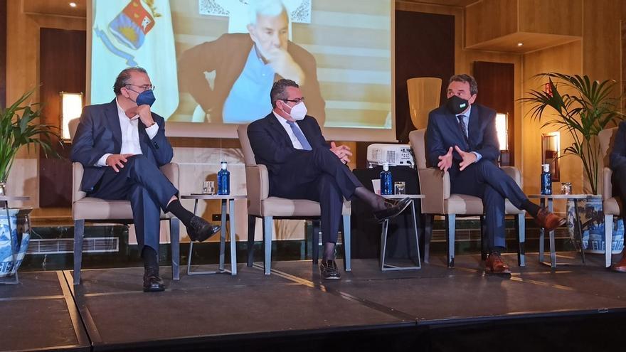 El alcalde de Torremolinos propone un pacto de Estado entre entidades públicas y privadas para la recuperación del turismo