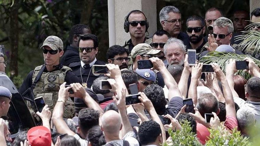 Lula sale de prisión para ir al funeral de su nieto, fallecido por una meningitis