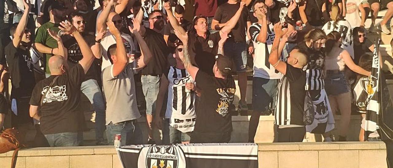 Mil aficionados presenciaron el partido del Castellonense. | DAVID CHORDÀ