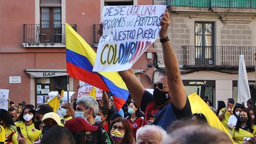 Colombians de Manresa homenatgen els morts de la repressió policial del seu país