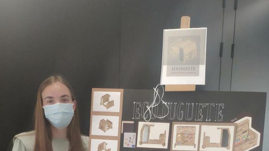 Premian a una estudiante de Ontinyent en el concurso Ecojuguete de la UPV en Alcoi