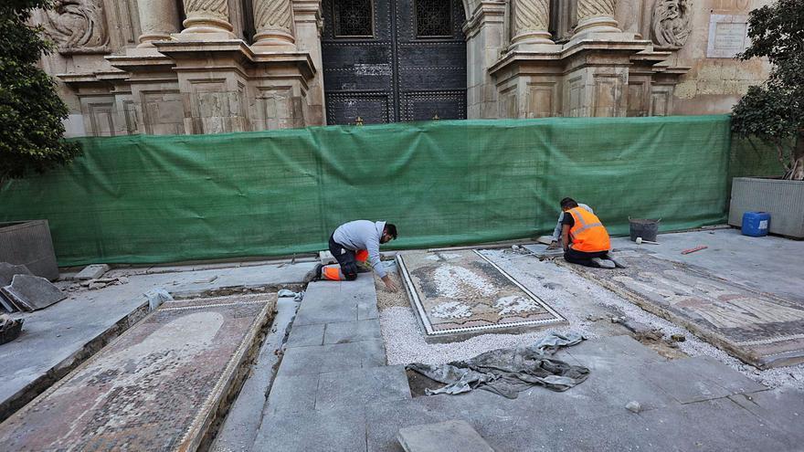 Los tres mosaicos de Sixto Marco lucirán junto a Santa María tras casi un año en un almacén