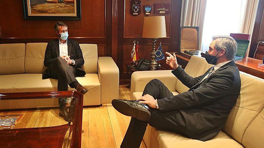 Alberto Varela informa al nuevo delegado del Gobierno de los proyectos pendientes