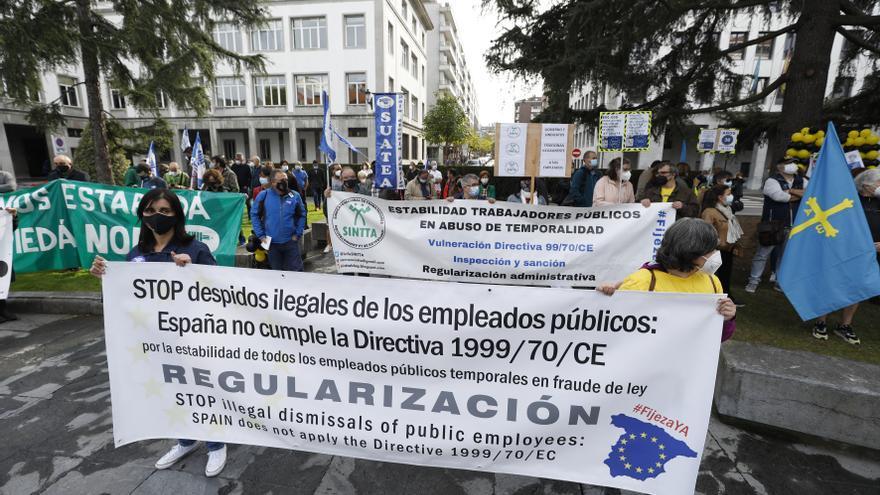 """Los interinos estallan contra la temporalidad: """"Llevan años abusando de miles de trabajadores"""""""
