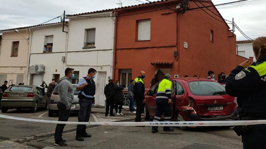 Els Mossos dispersen més de cent persones amb trets a l'aire a Figueres