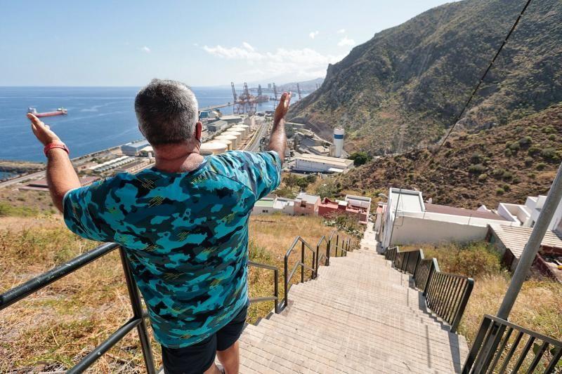 Vecinos de Cueva Bermeja alerta de diferentes carencias en su barrio