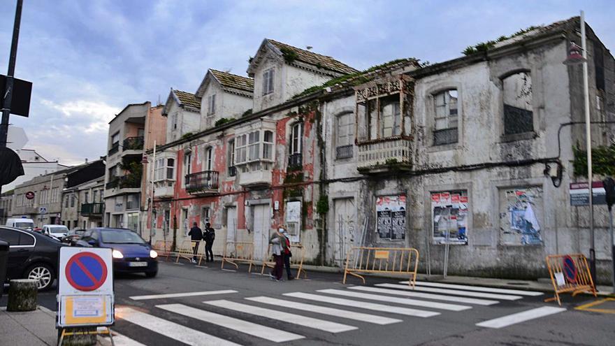 La propiedad valla el entorno de las casas de Massó y ultima un proyecto para asegurar la estructura