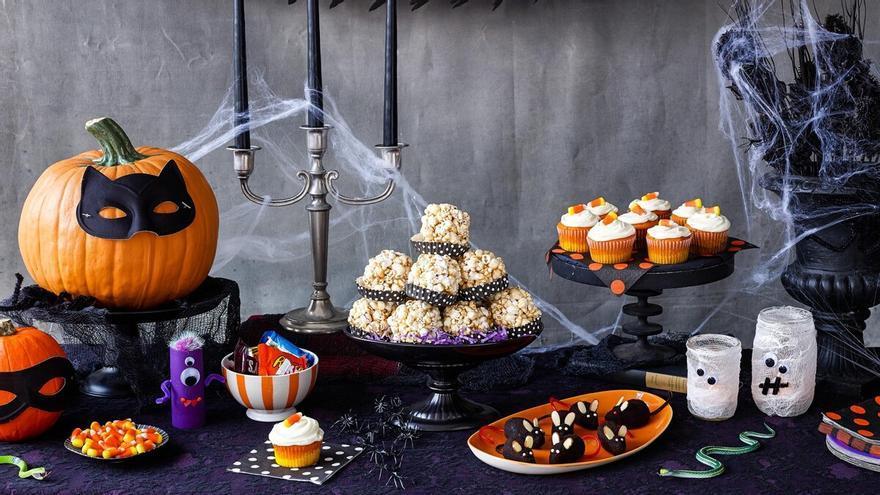 Ideas para decorar la mesa en una aterradora cena de Halloween con amigos