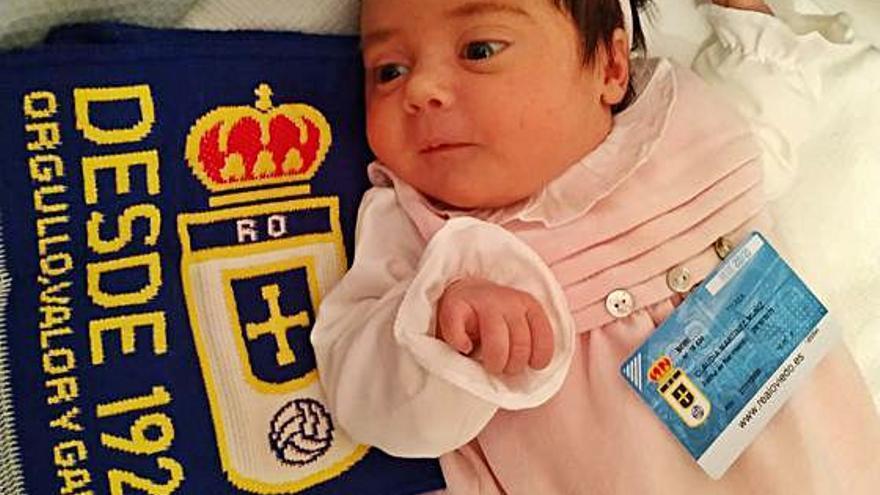 Real Oviedo: Claudia Martínez Muñiz anima desde la cuna