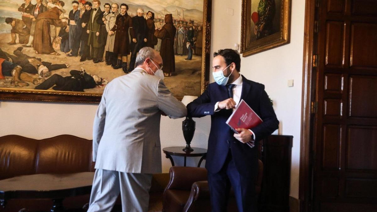 Daniel Pérez y De la Torre, antes de la reunión.