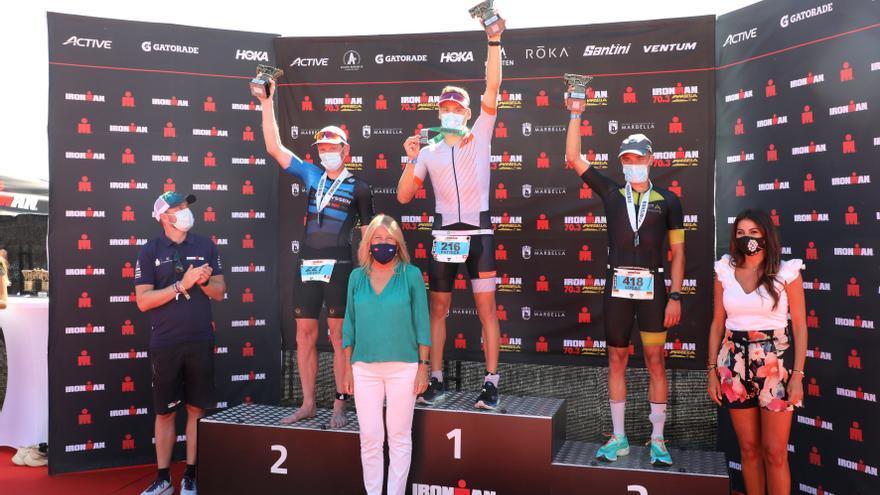 """La alcaldesa de Marbella destaca """"el éxito"""" del Ironman, que ha contado con representantes de más de 60 países"""