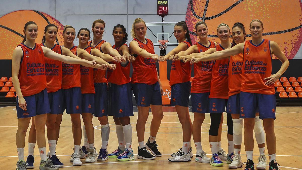 Les jugadores del València Basket, davant del gran repte de la temporada. f. calabuig