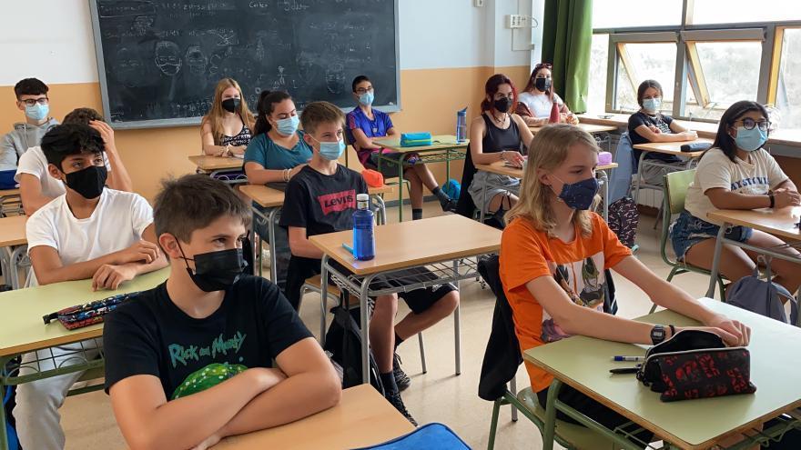 Baixen a 93 els grups escolars confinats i hi ha 2.870 persones en quarantena