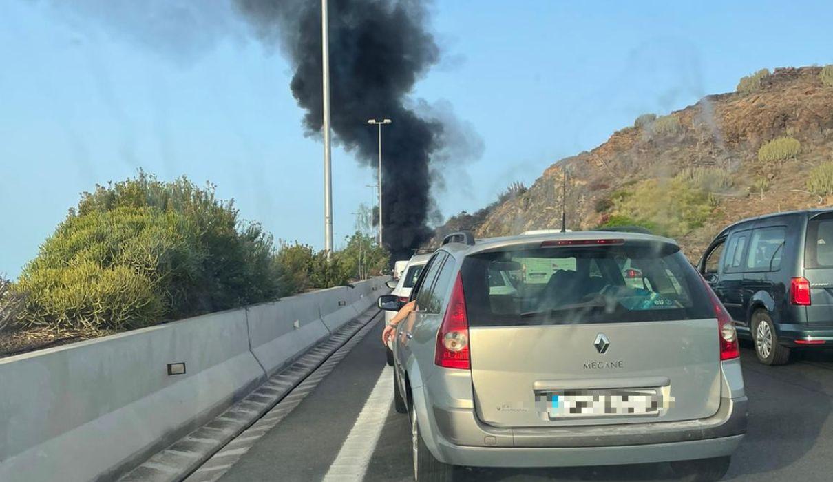 Arde un vehículo en la GC-1