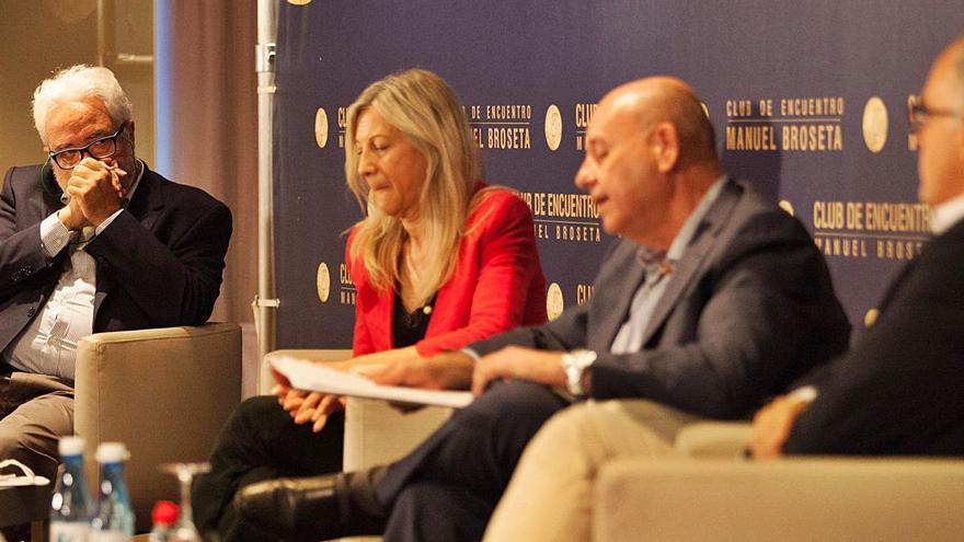 Senadores de PP y PSOE discrepan sobre los indultos en el Club Broseta