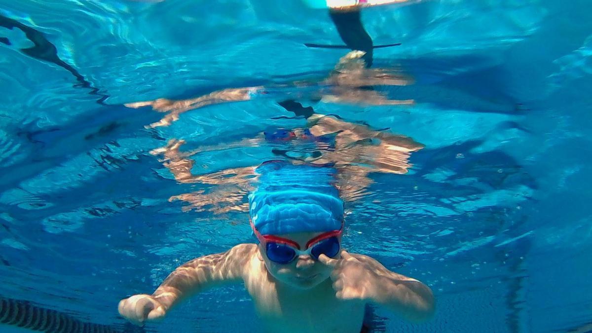 El IMR también ofrece cursillos de natación veraniegos en siete piscinas muncipales.