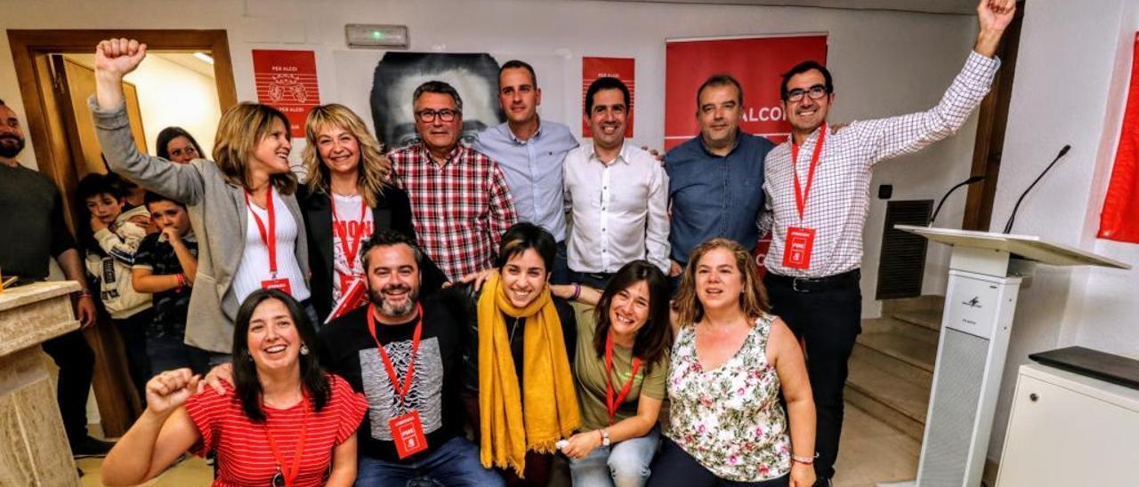 Los doce ediles socialistas que formarán el gobierno, en una imagen tomada en la noche electoral.