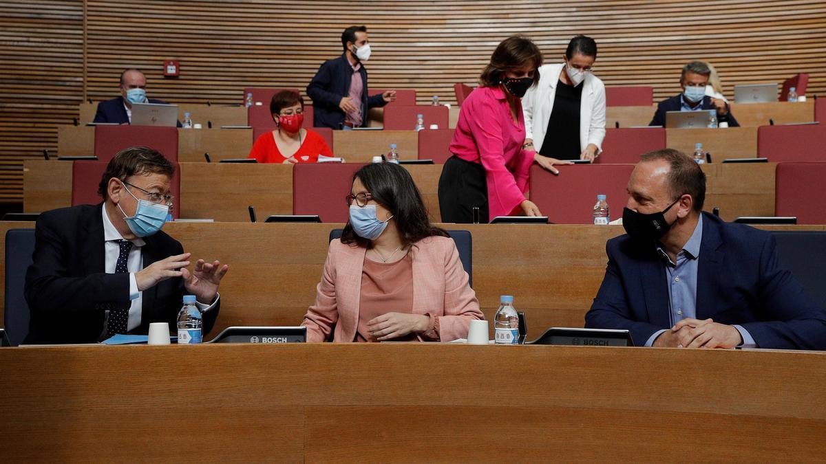 Ximo Puig, Mónica Oltra y Rubén Martínez Dalmau en la sesión de control de las Cortes.