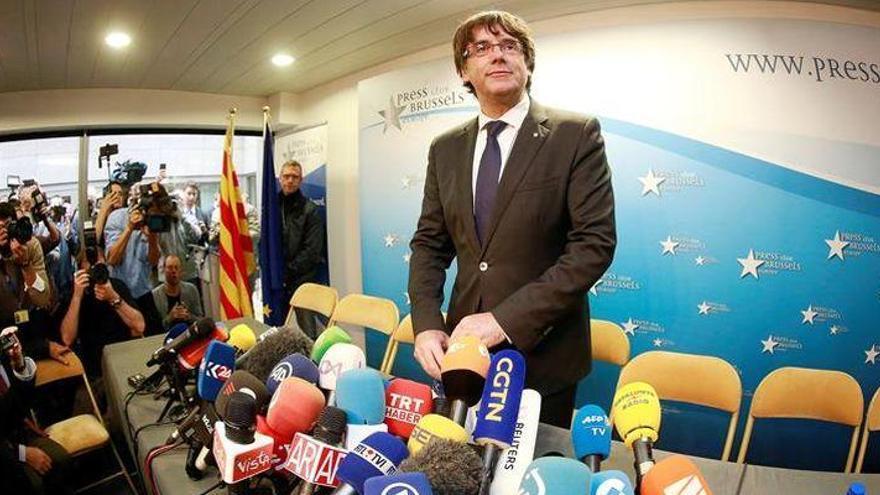 """Puigdemont: """"Nuestro pensamiento está con compañeros injustamente encarcelados"""""""