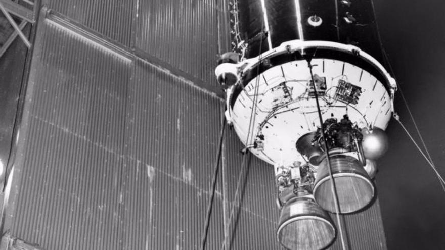 La Tierra captura un cohete de la década de 1960