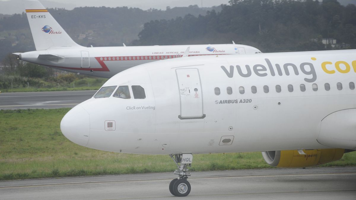 Vueling amplía su oferta en Alvedro por Navidad y ofrece viajes a Gran Canaria y Palma