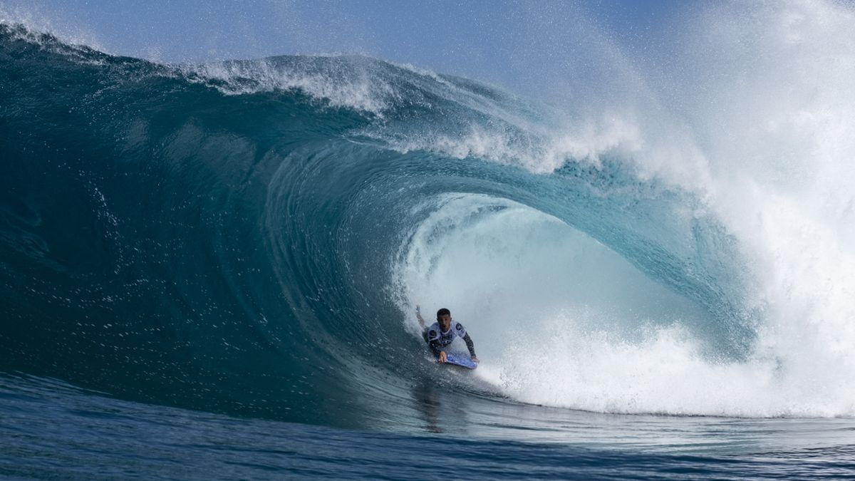 The winner of the test, Lionel Medina, in one of his waves