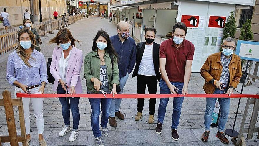 """La Feria del Libro se rinde a Sepúlveda: """"Estudiaremos darle una calle en Gijón"""""""