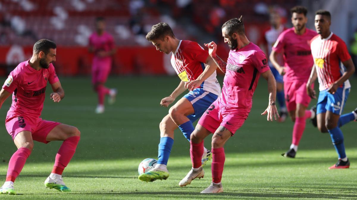Una acción del Sporting-Málaga.