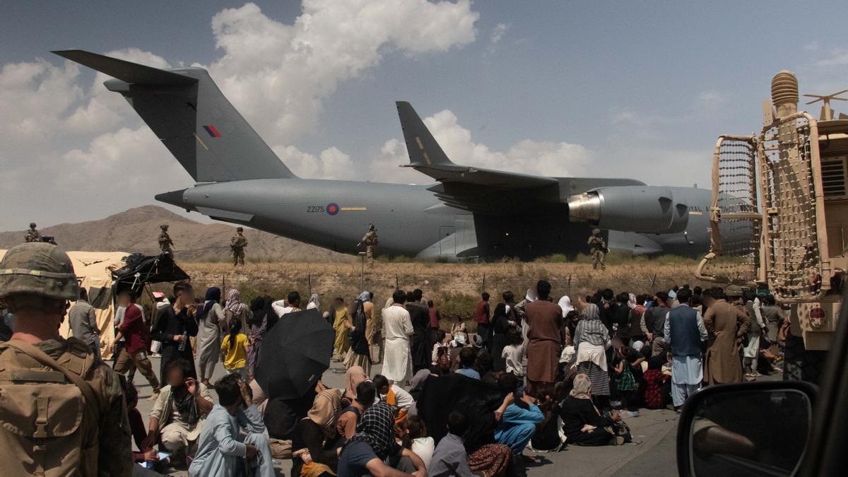 Aviones extranjeros en el aeropuerto de Kabul.