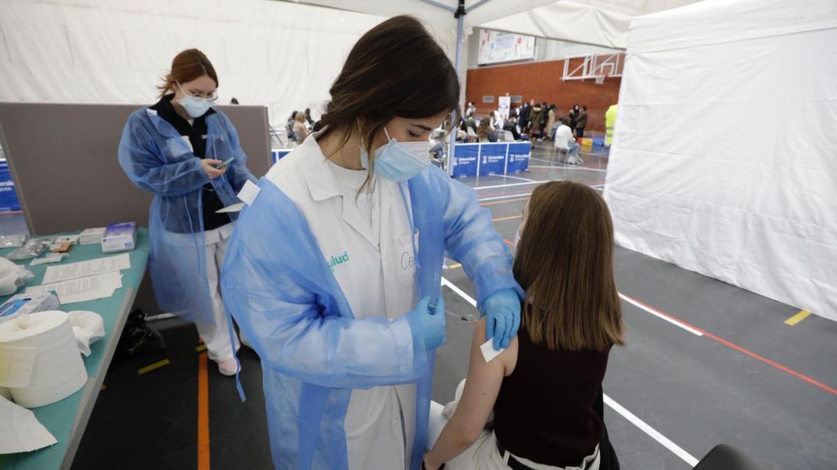 Educación cambiará la fecha de la 2ª dosis de la vacuna a los docentes por las oposiciones