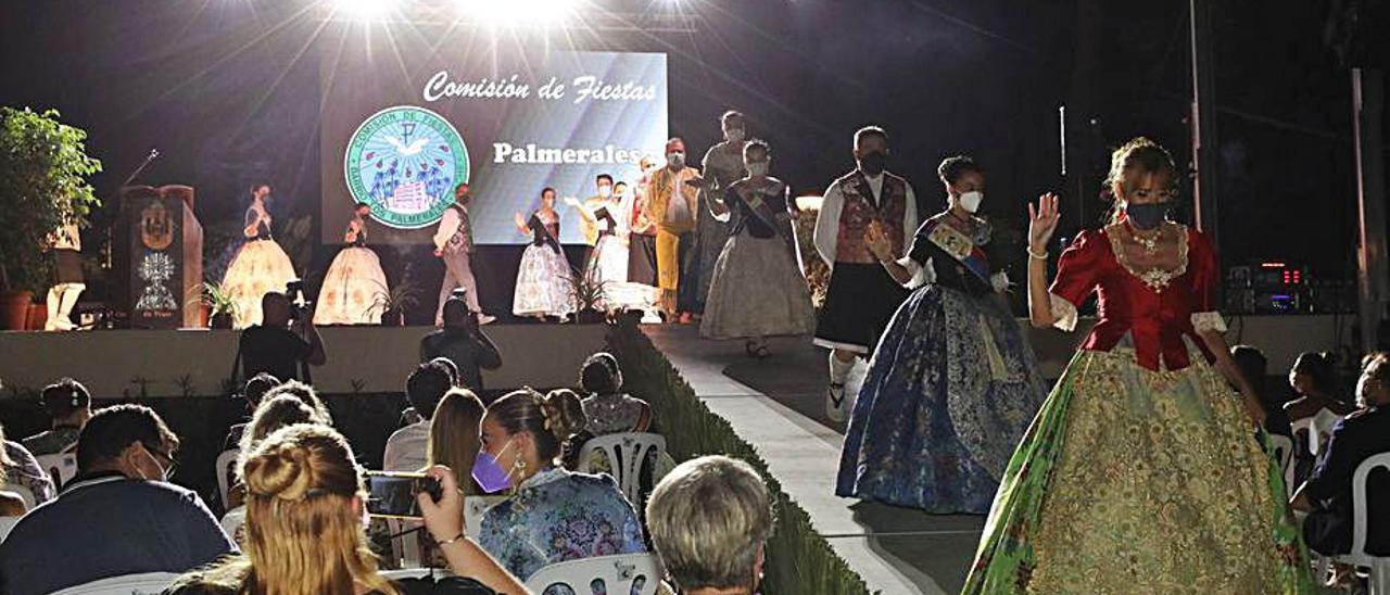 La «Cridà a la Festa» se vivió anoche en el Hort de Baix.   ANTONIO AMORÓS