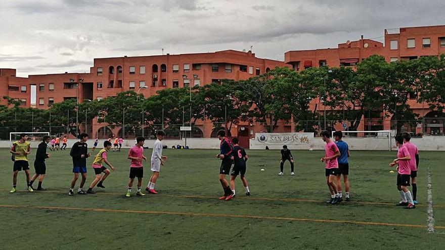La SCD San Blas beca a todos los jugadores de la sección de Fútbol