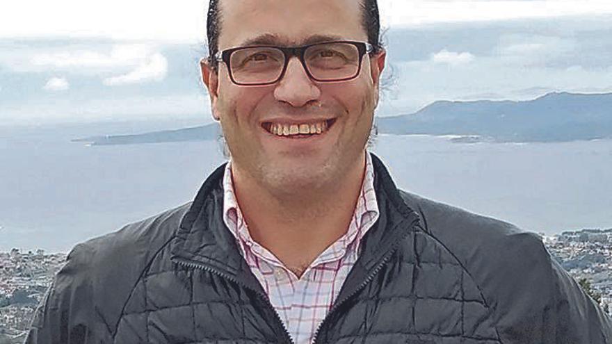 Sergio Barciela habla en Club FARO de inmigración
