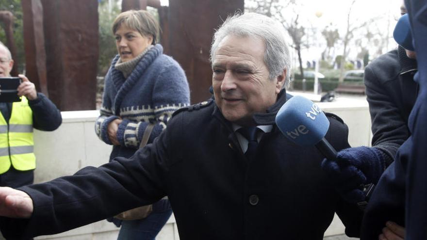 """Rus defiende que le ahorró a Valencia """"15.000 millones de pesetas en personal"""""""