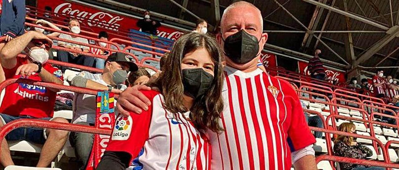 Desde la izquierda, Marta Mon con su padre Ángel. | LNE