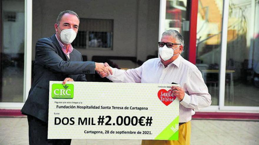 Caja Rural Central entrega un cheque solidario a la Hospitalidad Santa Teresa
