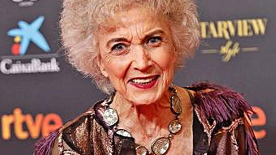 Marisa Paredes, feliz abuela