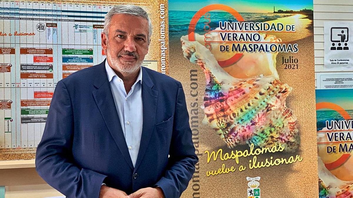 Lluís Serra, rector de la ULPGC, en la Universidad Popular de Maspalomas.