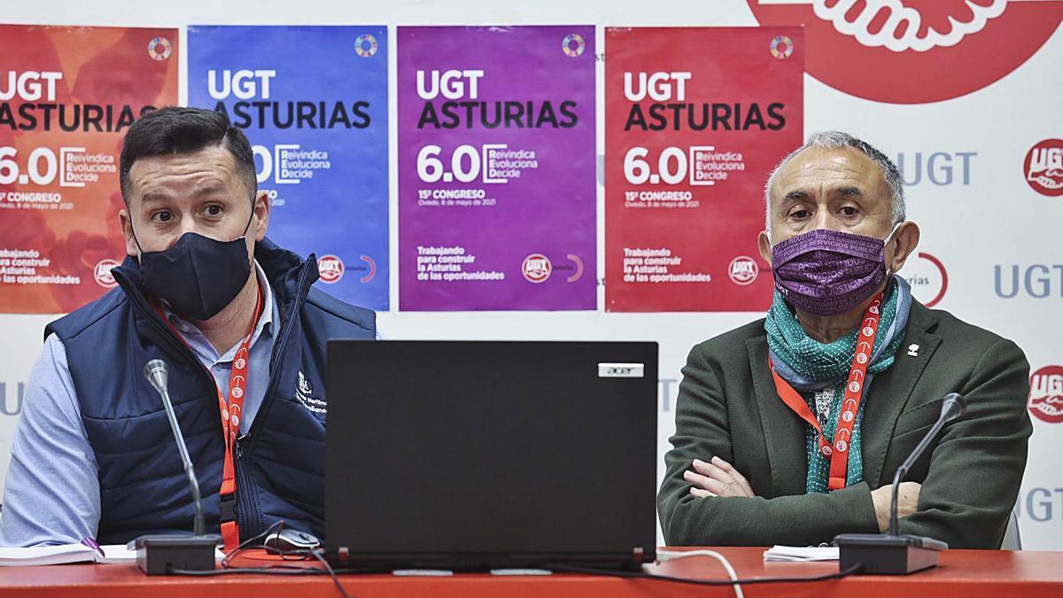 Javier Fernández Lanero, izquierda, y Pepe Álvarez, ayer, en el congreso de UGT Asturias. | Irma Collín