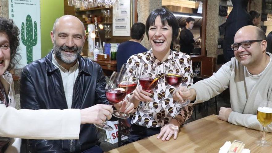 Plantar árboles, hacer una churrascada o tomar el vermú, planes de los políticos gallegos