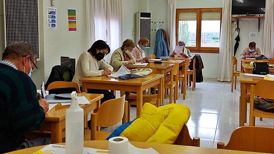 El Aula de Adultos finaliza un curso exitoso y prepara ya el próximo año