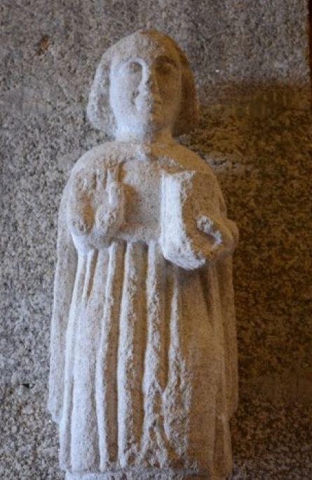 Figura de piedra del vest�bulo.jpg