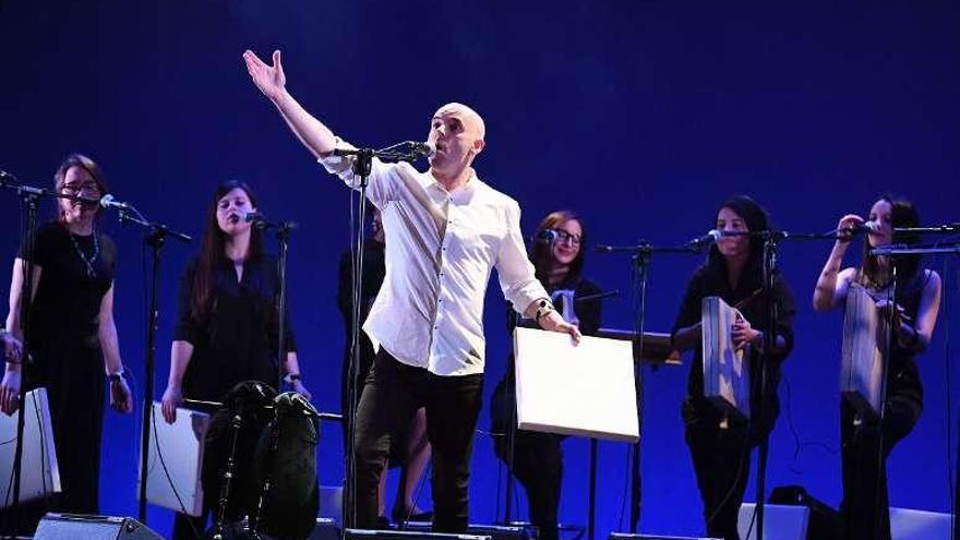 Xabier Díaz presenta 'Noró', su retrato musical del norte, en el teatro Rosalía