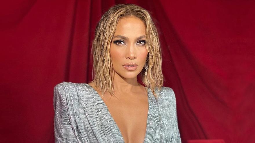 Jennifer Lopez lució el mejor peinado 'antiaging' de los premios AMAs 2020