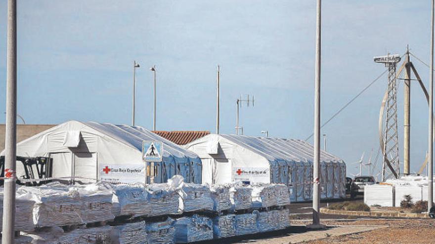 La Zona Franca pide datos del centro de migrantes de Arinaga para el visto bueno